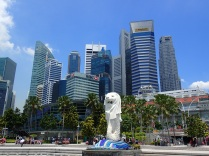 the iconic Merlion in front of the financial district